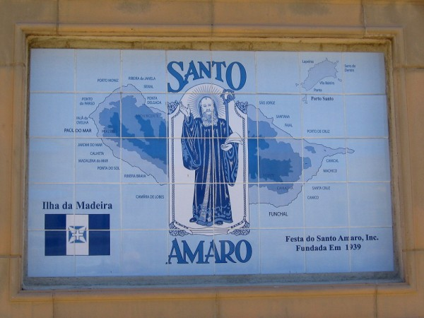 Map of the island of Madeira and image of Santo Amaro.