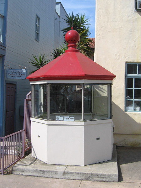 The top section of a historically important lighthouse now stands on a sidewalk in Old Town San Diego!