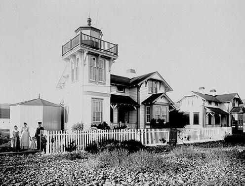 A public domain photo of the Ballast Point Light Station, courtesy Wikimedia Commons.