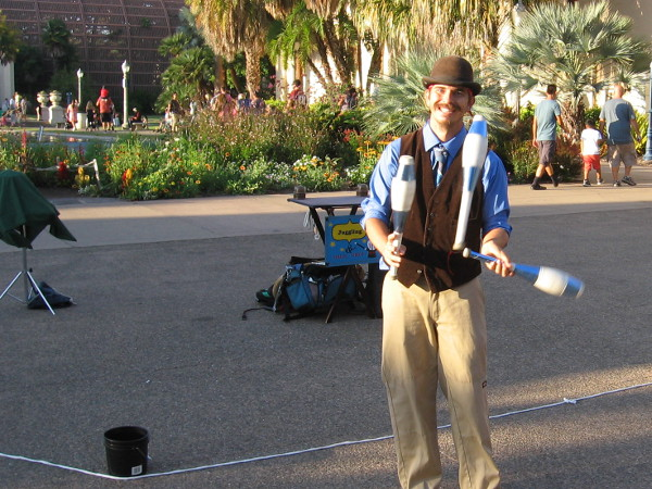 Kenny Shelton the friendly juggler was getting warmed up. He and other entertainers can be found throughout the park.