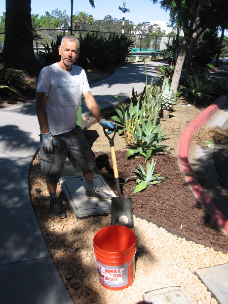 In addition to hard work, improving the park requires the purchase of tools, plants and other material. Anyone can now easily make a donation!