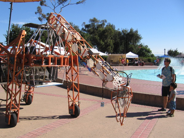 The very cool Electric Giraffe has returned again to Maker Faire San Diego.