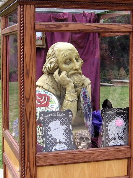 Shakespeare among Dia de los Muertos skulls. Perhaps one belonged to Yorick.
