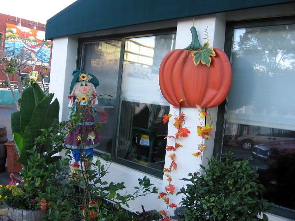 As I walked up India Street I was greeted by all sorts of scarecrows and pumpkins. It must be autumn--almost Thanksgiving!
