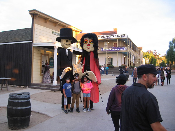 People could pose for photos with two giant skeleton puppets!