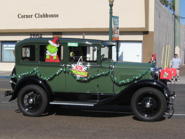 After a bunch of local San Diego politicians go by, here comes the Grinch!