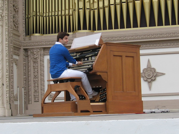 A tradition for the Sunday organ concerts in Balboa Park, Raúl Prieto Ramírez plays America to get things started.