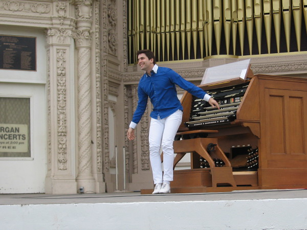 The San Diego audience loved our new Civic Organist from the word go.
