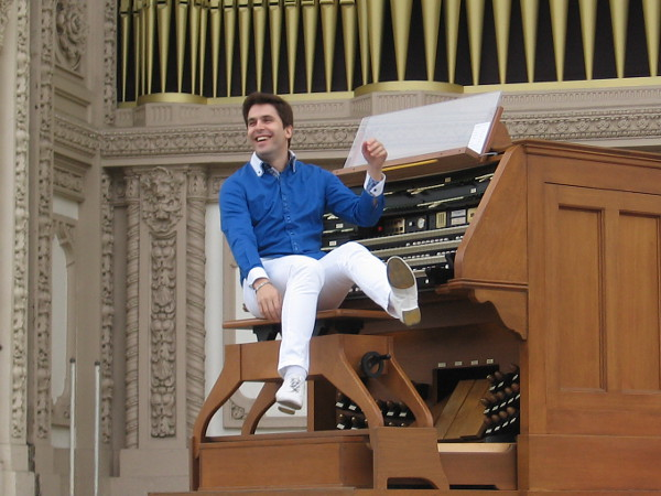Meet the new San Diego Civic Organist, Raúl Prieto Ramírez!