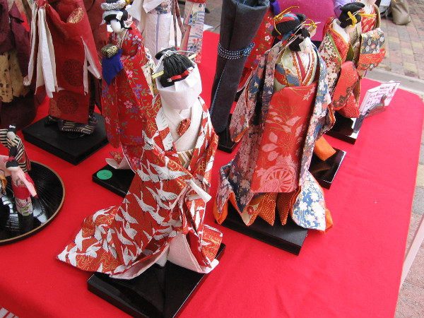 Japanese crafts include the making of beautiful dolls with washi paper.