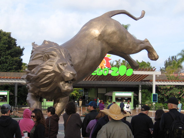 An amazing Rex the Lion sculpture has debuted in front of the San Diego Zoo in Balboa Park!