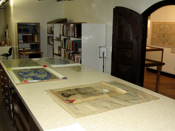 I was shown the museum's work room, containing a library containing many books that the public can access. A variety of projects like the scanning of historic documents is also done here.