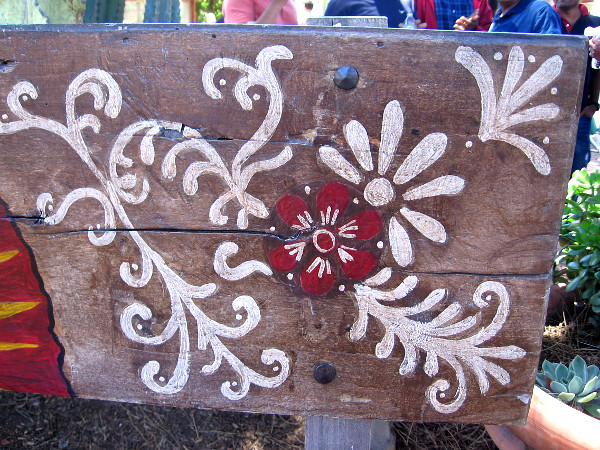 Flowery design on one bench by the Fiesta de Reyes stage.