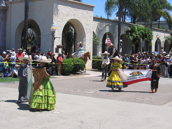 The noon Equestrian Procession is entering the Plaza de Panama! The group is called Escaramuza Charra las Golondrinas.