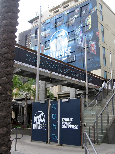 More graphics have appeared at the entrance to the DC Universe Experience.
