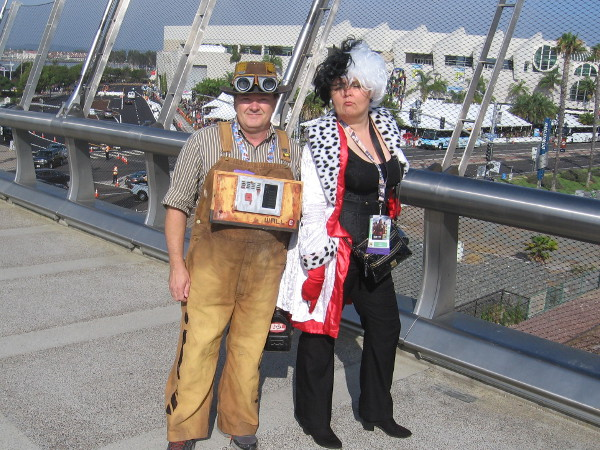Great cosplays of WALL-E and Cruella de Vil.