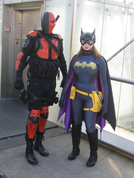 Cool cosplays of Deathstroke and Batgirl.