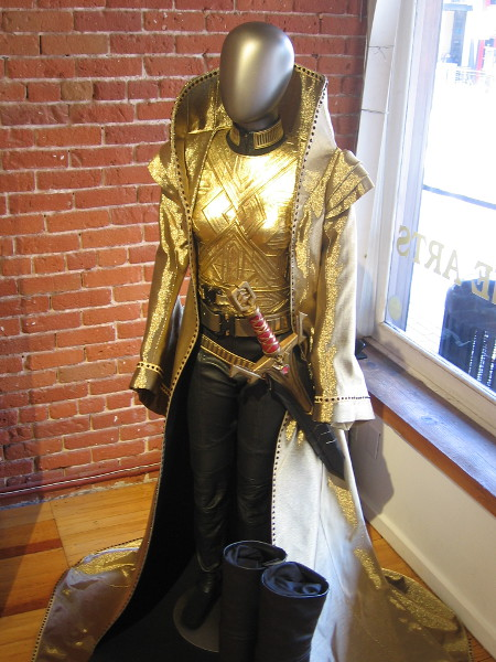 The golden garb of Terran Empire royalty. All hail the Emperor, Philippa Georgiou Augustus Iaponius Centarius.