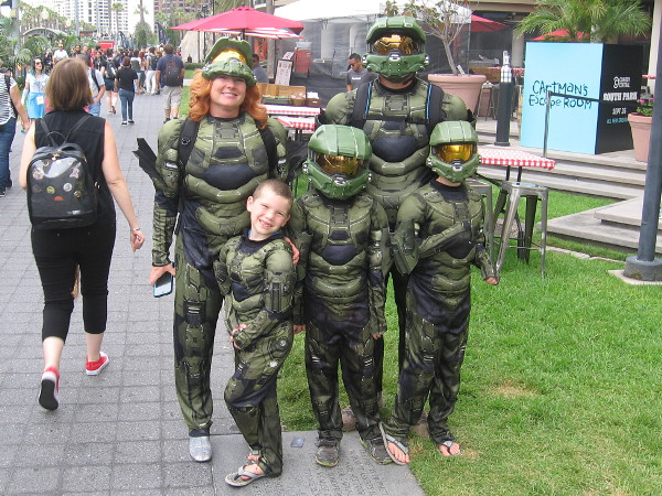 Halo cosplay by a happy family at Comic-Con!