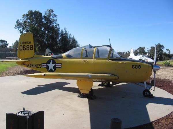 Beechcraft T-34B Mentor.