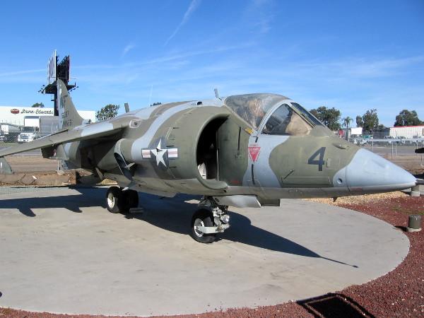 Hawker-Siddeley AV-8A(C) Harrier.