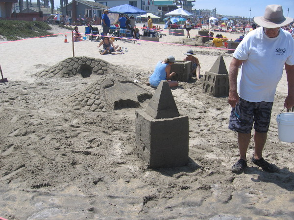 Howie's Crew was creating Gotham City out of sand. I see the Bat Signal and the Bat Cave!