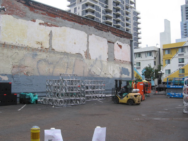 I learned this lot at the corner of Sixth Avenue and Island Avenue will feature a gigantic Dell laptop!