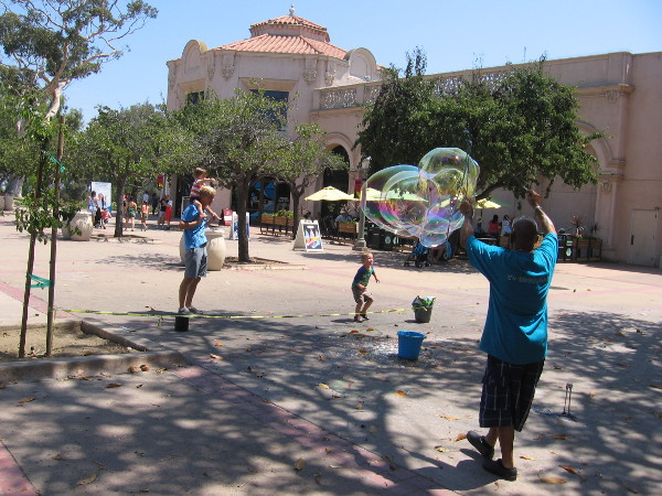 Gigantic bubbles form like magic in the Plaza de Balboa.
