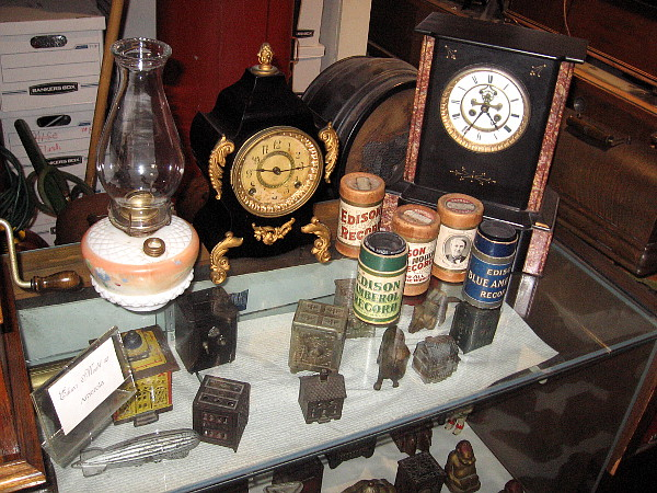 So many fantastic old objects and collectibles, my eyes almost popped out of my head.