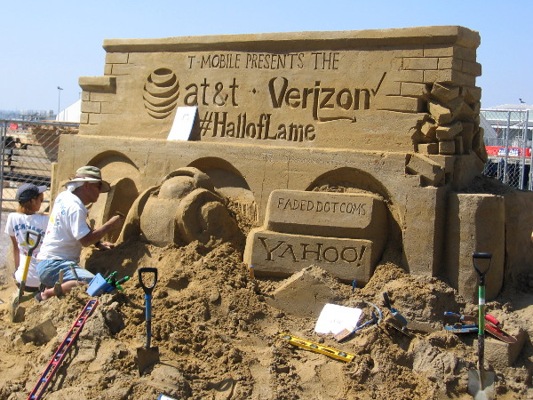 New event sponsor T-Mobile presents the Hall of Lame on this funny sand sculpture!