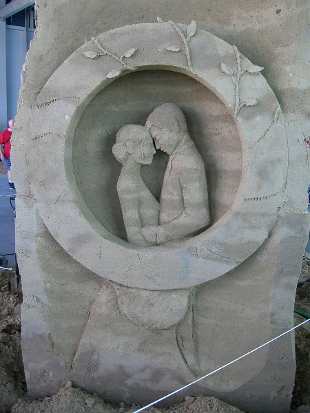 Tender love depicted on the rear of the sculpture.
