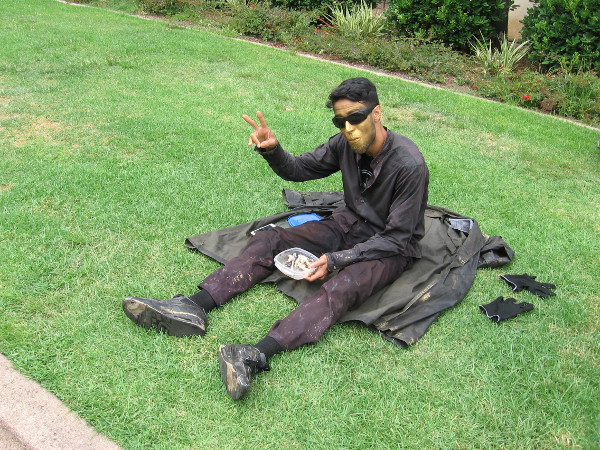 Even street performers have to eat lunch, you know!