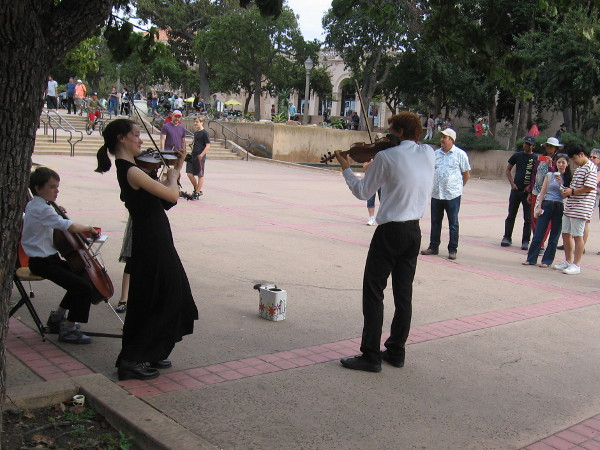 Youthful musicians of the De la Motte Strings add life to San Diego.