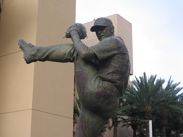 Bronze sculpture of Trevor Hoffman, by artist William Behrends.