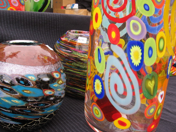 I like how colorful and cheerful these pieces are at one artist's table.