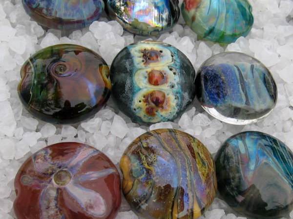 These magical lampworked beads are by Cornelia Jarst. They can be used for different types of jewelry and accessories.