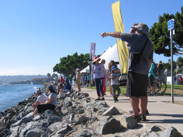 Someone on Harbor Island points toward one of the racing teams.