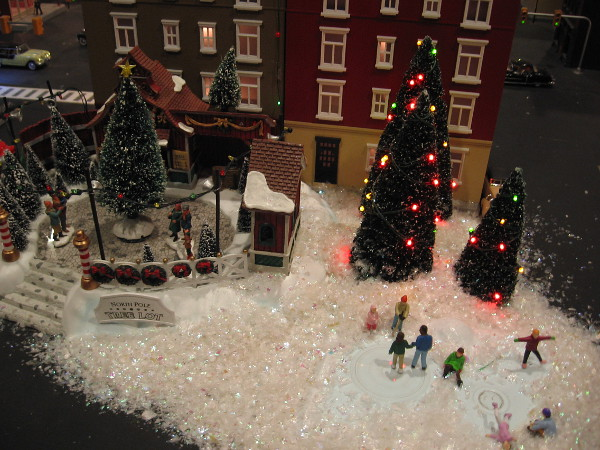 I see the holidays are being celebrated at San Diego's festive Old Town Model Railroad Depot.