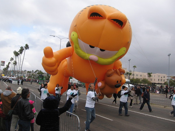 And now I see good old Garfield! He's giving somebody the thumbs up.
