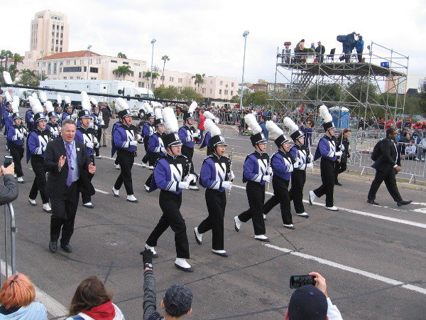 Members of the Northwestern University Wildcat Marching Band thunder past!