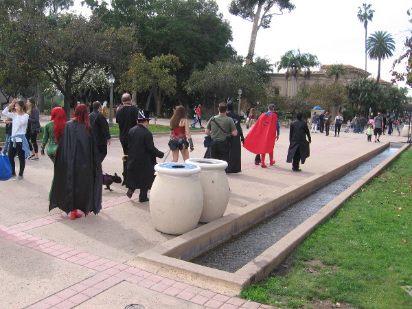 DC superheroes (and villains) in full costume begin down El Prado, looking for some action.