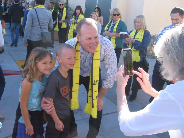 San Diego Mayor Kevin Faulconer poses with some kids for a photo.