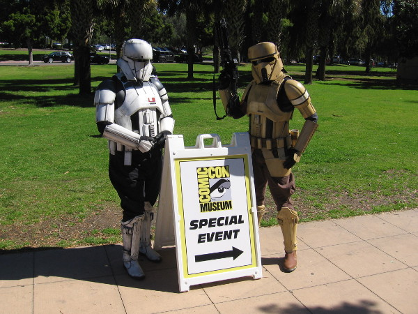 Star Wars cosplay and a sign welcomes visitors to a special Comic-Con Museum event!