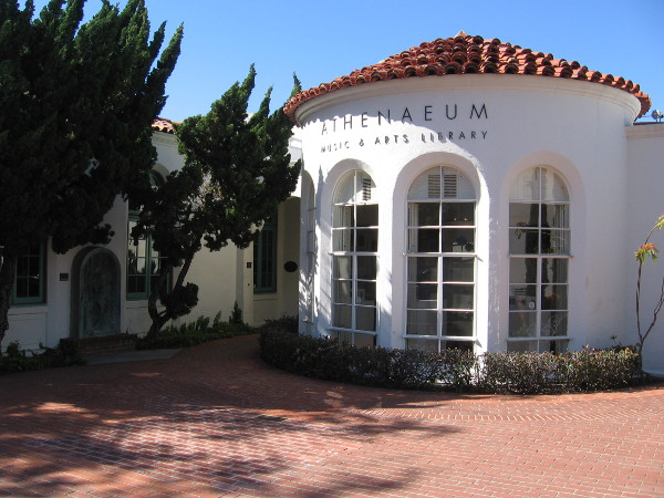 Photo of the library's iconic rotunda, designed by William Lumpkins.