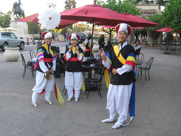These performers from the San Diego Korean Pungmul Institute were hanging out in the Plaza de Panama as they awaited their turn in the spotlight!