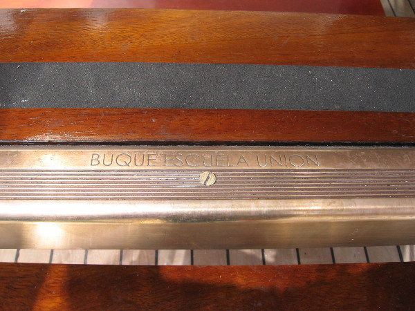 Engraved at the edge of each step is BUQUE ESCUELA UNION.