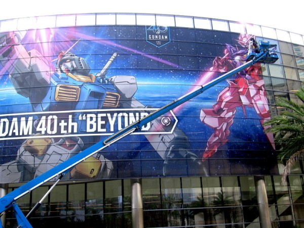 The right part of the cool Gundam wrap is being applied four days before Comic-Con.