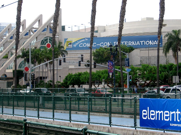 The familiar old Welcome to Comic-Con International banner is now on the San Diego Convention Center.