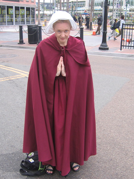 The Handmaid's Tale cosplay.
