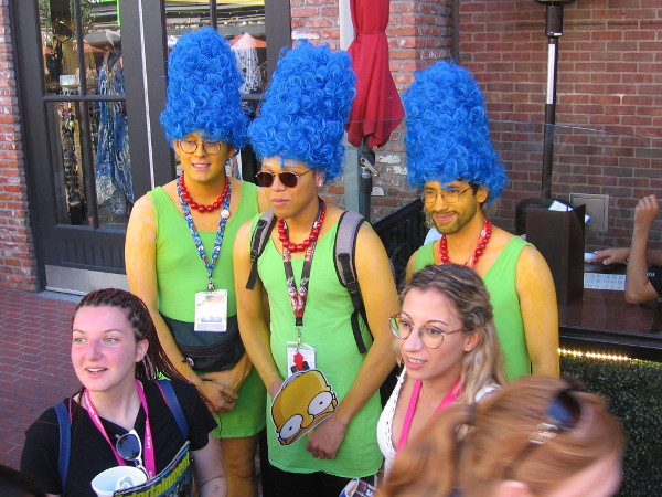 Marge Simpson cosplay times three!